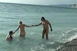 voyeurisme et exhibitionnisme sur une plage naturiste
