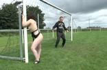 orgie extrême et amatrice sur le terrain de foot