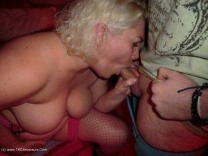 petite sortie exhib au cinéma porno du coin