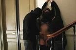 baise brutale dans une cage d'escalier à Marseille
