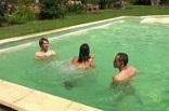 couple à gangbang reçoit au bord de sa piscine