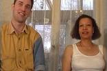 un couple candauliste mixte s'offre un trio MMF devant nous
