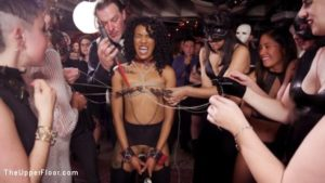 bal masqué BDSM dans notre club de Folsom Street