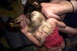 sexe entre filles durant une fête étudiante