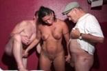 trio avec un couple dans un sauna échangiste