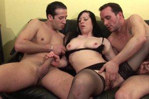 trio brutal pour une amatrice libertine sans tabous